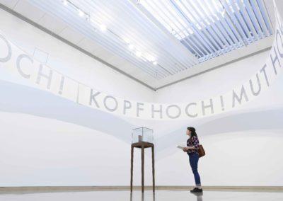 """Fragments"" de Rayyane Tabet ""Kopf Hoch ! Mut Hoch ! Und humour Hoch ! (Relève la tête ! Bonne chance et garde le sourire !)"