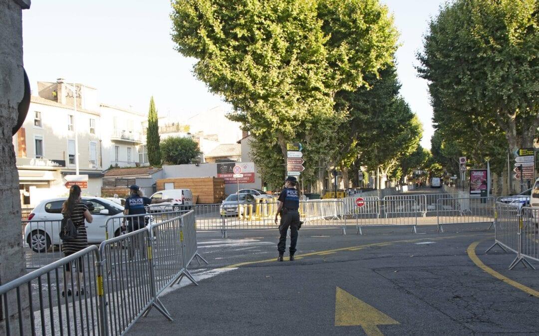 Le parcours en centre-ville est jalonné de barrières